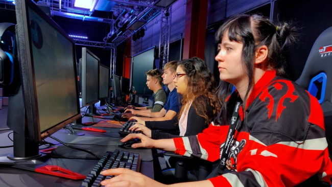 How to Play Esports